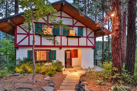 Bavarian Riverfront Retreat - Leavenworth - House