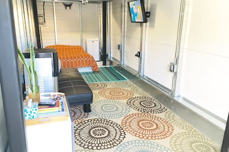 Clean Container home, w/fast WiFi - Los Angeles - Other