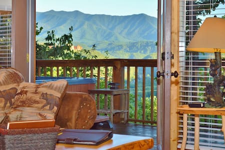 """Take Me Away"" Luxury Cabin - Gatlinburg - Maison"