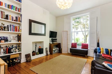 Charming, bright and spacious home, Sleeps 4 - Apartamento