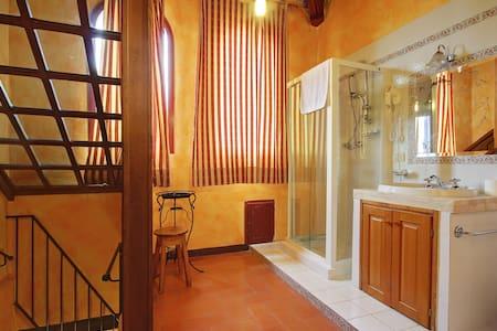 la camera con balconcino e bagno nella torretta - Bed & Breakfast