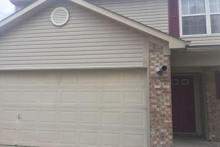Safe, Cozy & Modern 3BD, Great Location - Indianapolis - Rumah