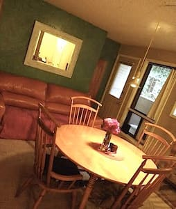 Private Room, minutes to Old Town & CSU - Fort Collins - Apartment