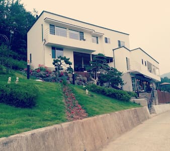 산 과 호수조망이 아름다운 별장 - Villa