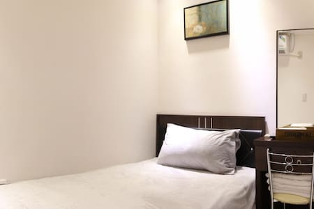 Kaohsiung Airport Siaogang MRT Room-D Single ROOM - Daire