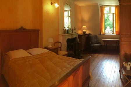 Chambre Jaune au Chateau.... - Bed & Breakfast