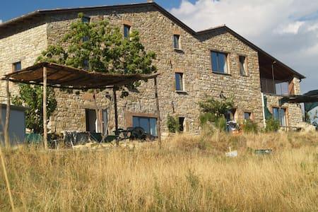 Casale in pietra sulle colline - Bobbio