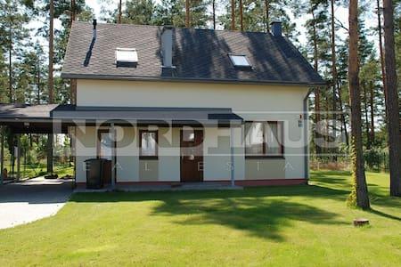 Дом расположен в благоустроенном  - Upesciems