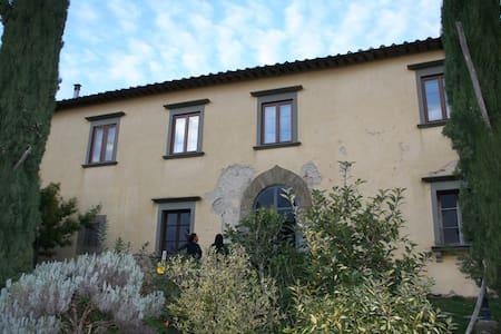 Apartment in Villa-FLORENCEcountryside dream&relax - Huoneisto