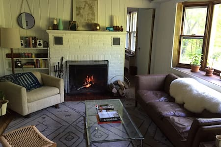 Midcentury Mountainside Cottage - Shandaken - Casa