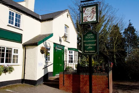 Three Horseshoes country pub Room 2 - en-suite - Princethorpe