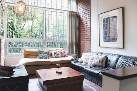 Relaxed Hideout in the heart of Poblado. - Lakás