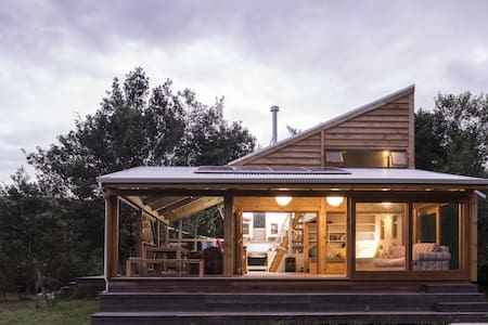Wild, off-the-grid, style & comfort - House