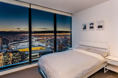 Lofty sanctuary in the city with ensuite bathroom - Melbourne - Apartment