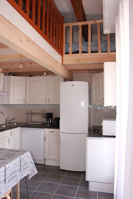 Lave vaisselle, frigo/congélateur, micro-ondes,double vasque