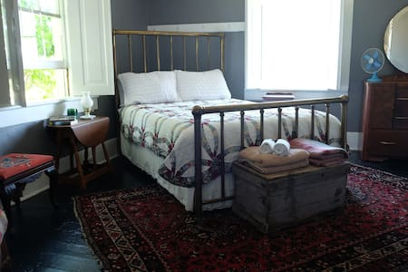 Quilted Queen Room at Monforte Home Farm - Bed & Breakfast