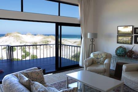 """""""Seascape"""" - On the beach luxury - Villa"""