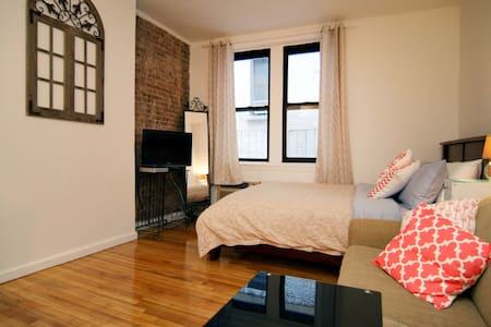 All the comforts of home, beautiful and private fully equipped apartment just a few blocks from Central Park and museum mile.  Walk to many of NYC's finest restaurants, bars and lounges.  Near to popular tourist attractions.