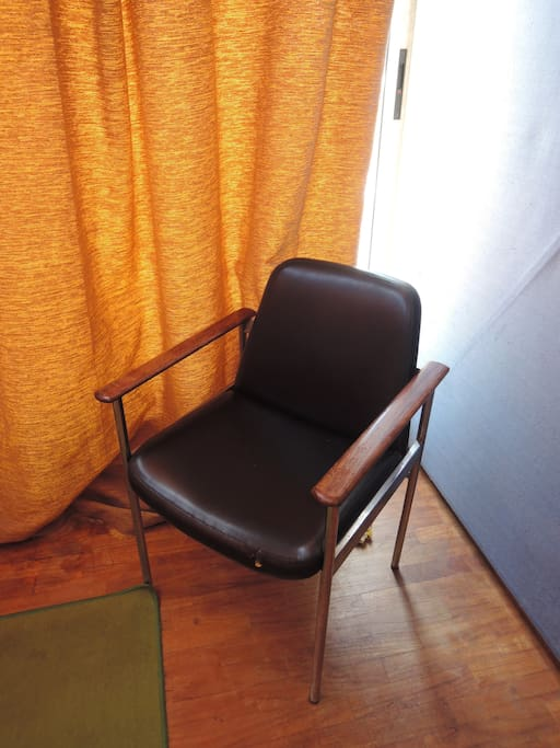 70' chair in orange room