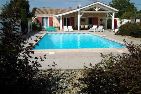 Maison de charme avec piscine privée très intime. - Casa