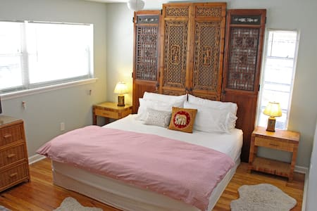 Master Bed in Chic Beach Bungalow! Long term too - Лейк-Уорт - Бунгало