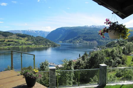 A rare spot with fjord view supreme II - Ulvik - Casa