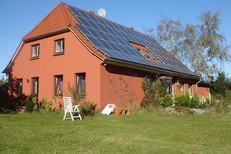 Sonnenhaus Rügen Ferienwohnung West - Casa