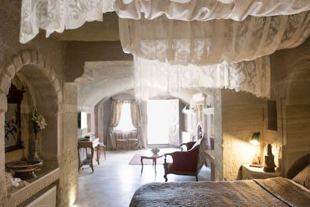 Suzana's Cave Hotel Goreme Turkey +90 3842 712555 - Grotta