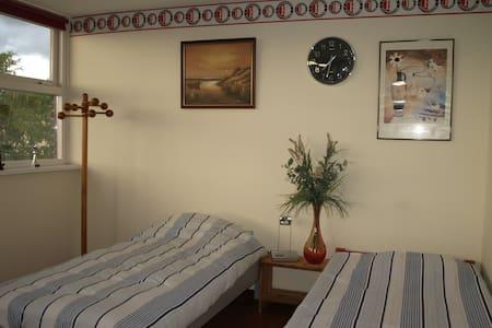 All in private floor+bathroom+freeWIFI en Parking - Bed & Breakfast