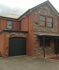 Glenelg East Townhouse - Townhouse