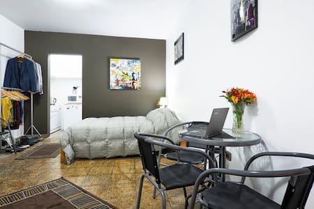 Barranco on a budget - Lima - Apartment