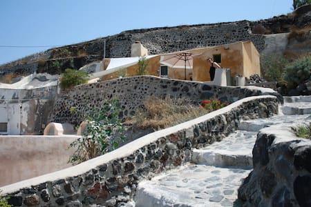 genuine living Finikia, Santorini