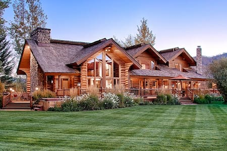 At Willow Haven you'll discover the perfect balance of seclusion and convenience - Wilson