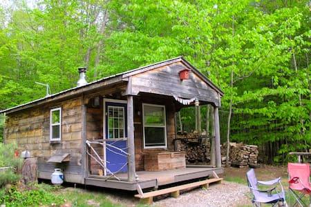 """Harmony""~ Off-the-Grid Solar Cabin - Blockhütte"