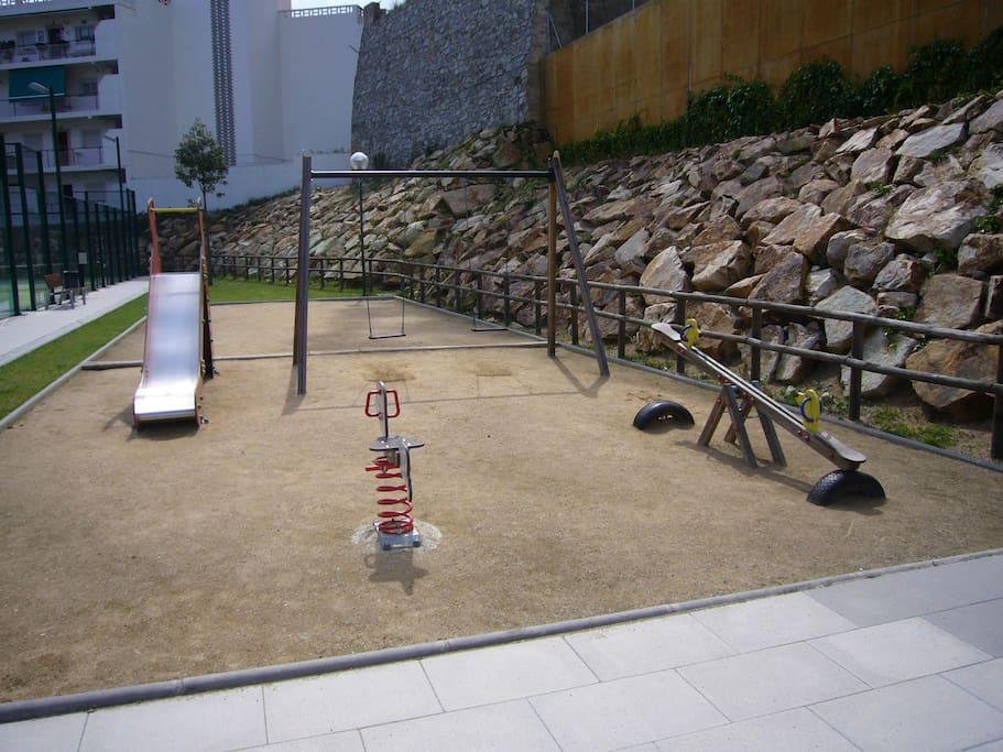 zona comunitaria parque infantil