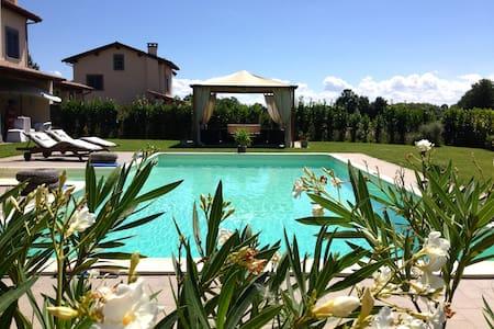 Villa sul golf a 10 km da Bolsena