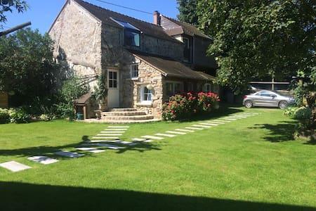 Grange rénovée, charmant village à 50 Kms de PARIS - Fresnoy-le-Luat