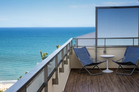 Penthouse 5★ with sea views