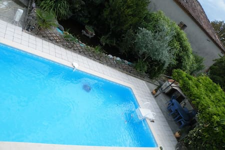 2 ch pour 4 pers, 2 sdb, piscine - House