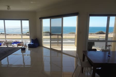 3 Bed Spacious Sea Front Town House Amazing Views - Townhouse