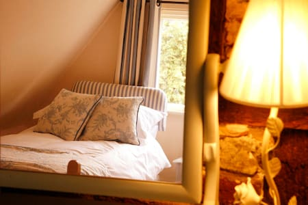 Historic Cottage - Bluebell Room - Winslow