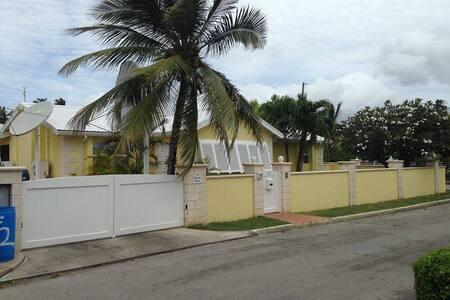 Studio apartment in Sunny Barbados - Pis