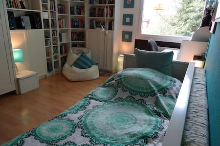Double Bedroom close to Munich STATE FAIR in RIEM - Lejlighed