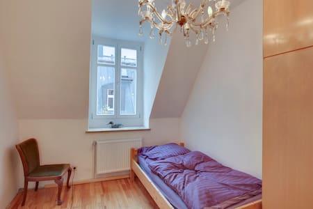 Happy cosy room, 3 Stops to Center - Monaco - Appartamento