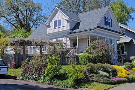Great Downtown 4-BR Home - Hood River 801Cascade - Hood River - House