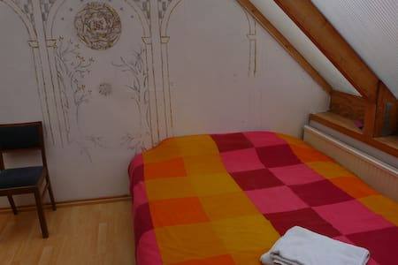 big room with double bed and balcon