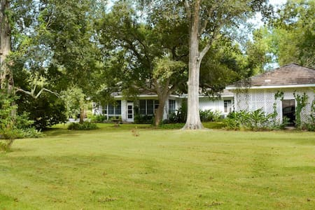 Large family home on Bayou Teche - Huis