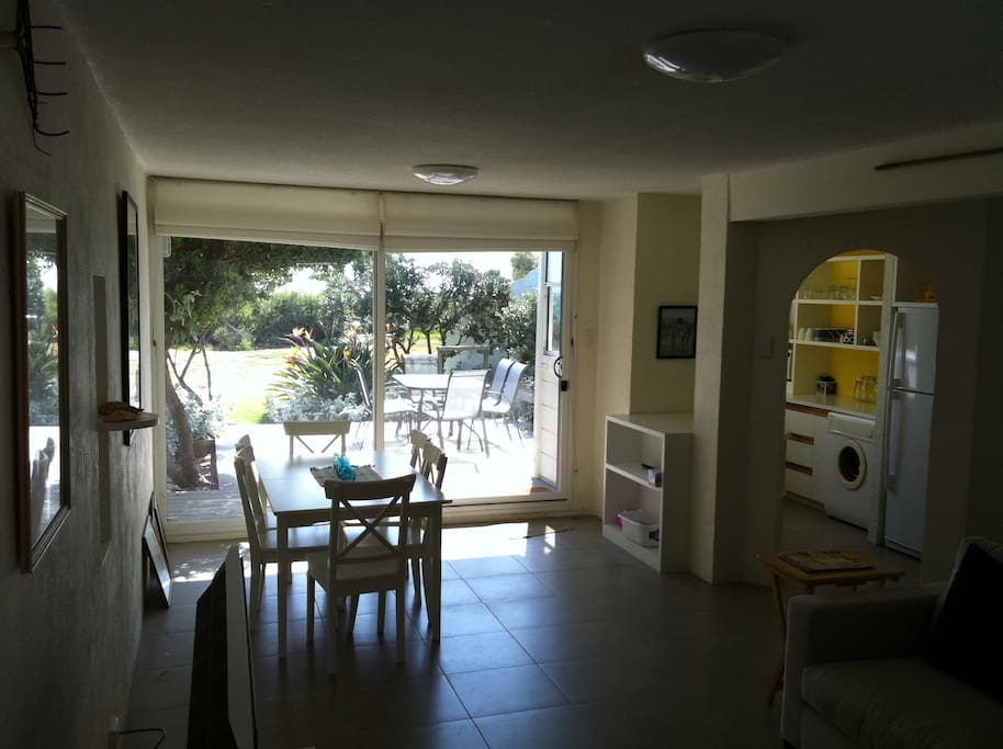 Adelaide beach serenity houses for rent in semaphore park for Serenity house perth