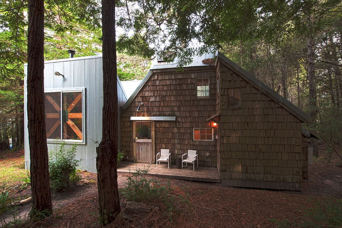 Front view of guesthouse in the redwoods