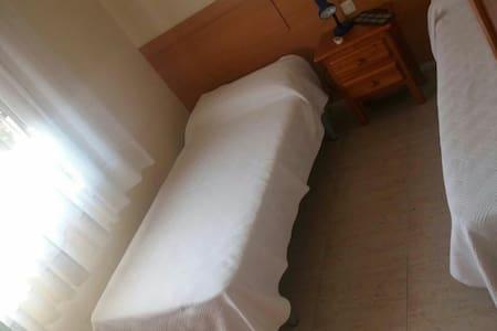 Gran habitación individual ! - House